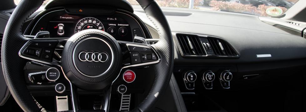 sportwagen-cockpit